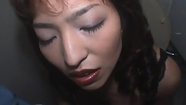 Kyoko Izumi gives good blowjob at toilet